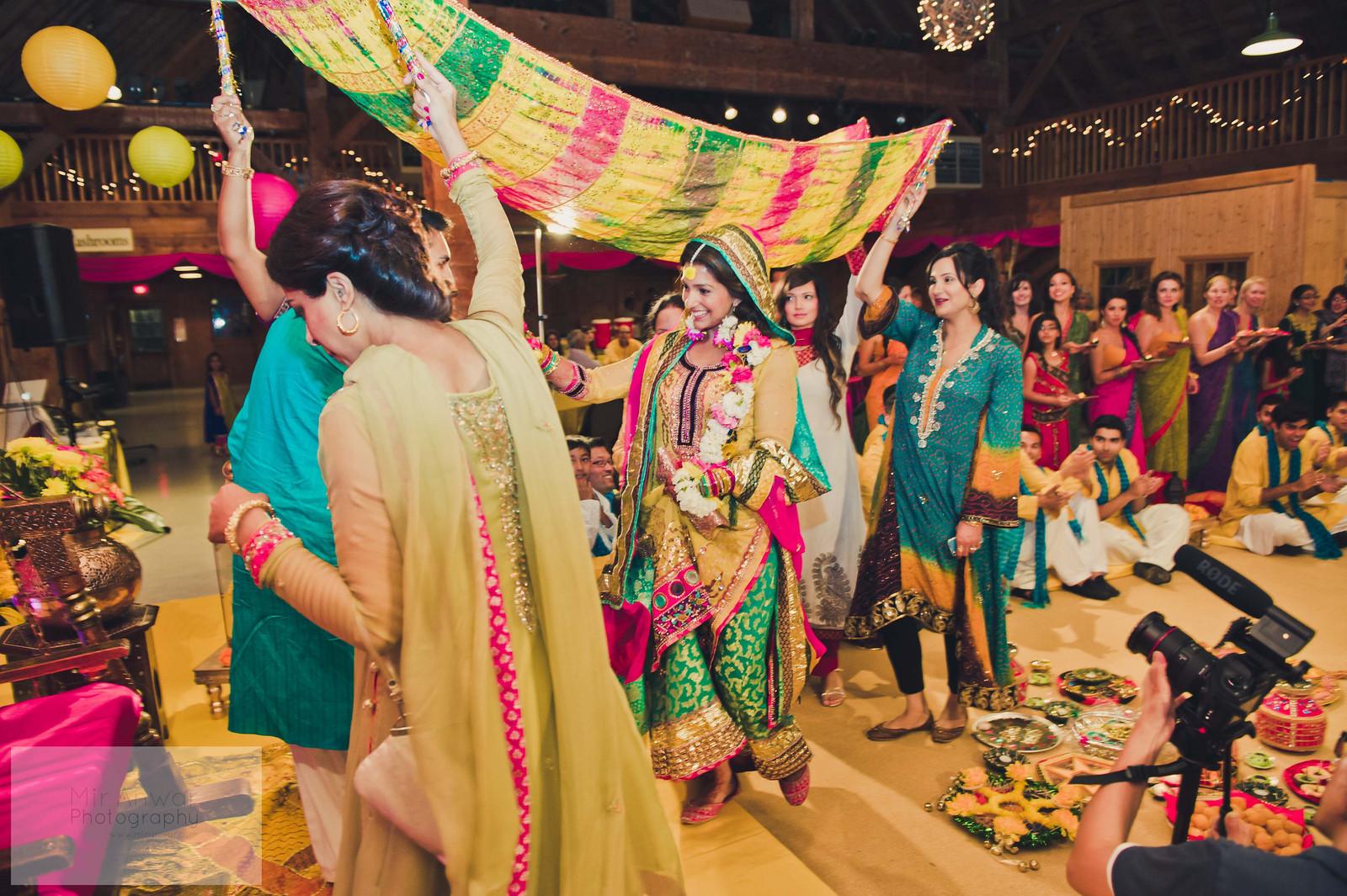 Mehndi Ceremony Dress For Bride : My mehndi! u2013 mybigfatpakistani